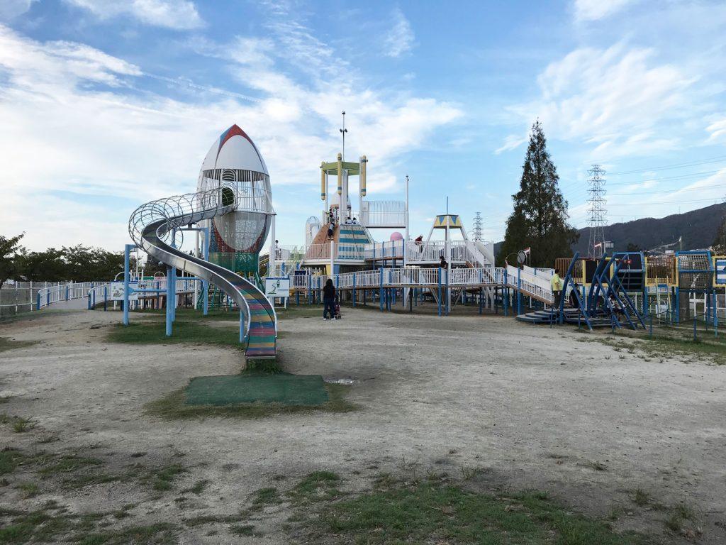 花園中央公園は遊具と水遊びで子供大興奮!1日遊べる