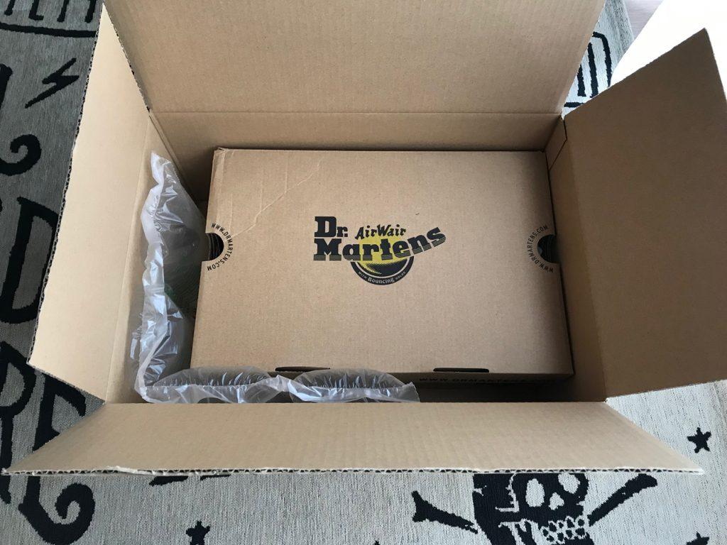 ドクターマーチンの箱