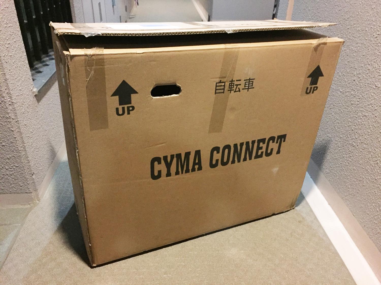 かなり大きな箱で届きました。折りたたんで入っています。
