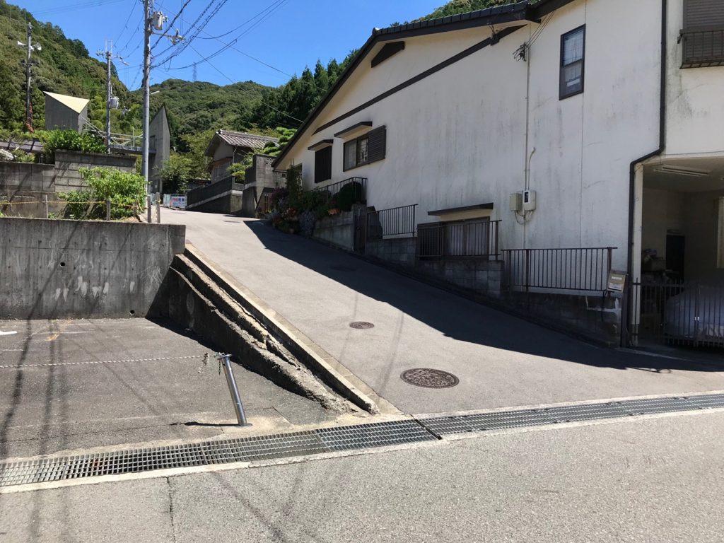 山中渓駅前のわんぱく王国入口への道路